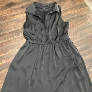 Dresses & Skirts - Silky button up front stretch waste dress. EUC
